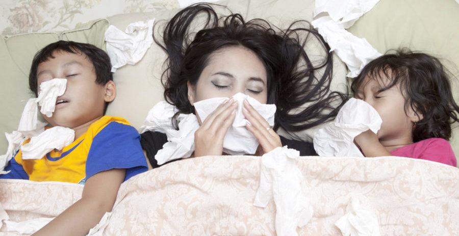 風邪をひいている親子
