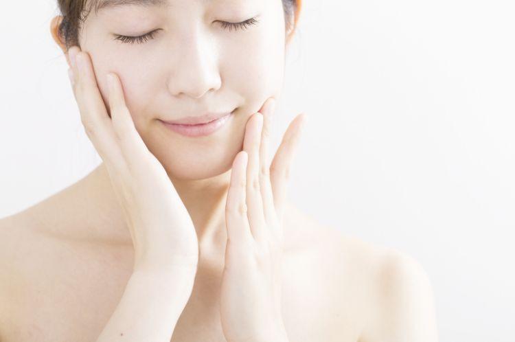 保湿とバリア機能が維持された美肌を保つ女性