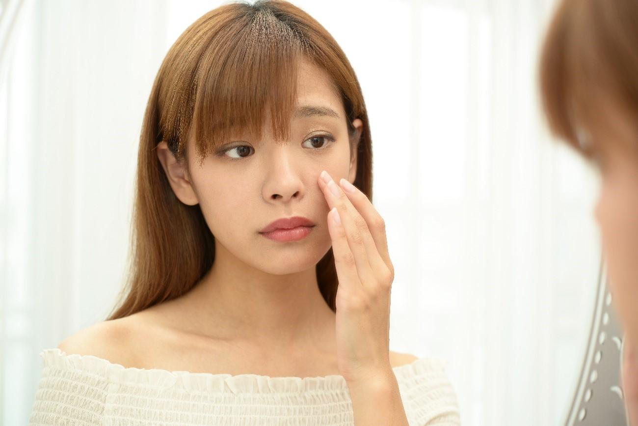 乾燥性皮膚炎と乾燥肌の違いが気になる女性