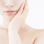 ナールスゲン配合の化粧品を使って肌のハリがキープされる女性