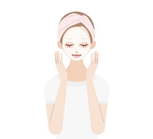 ヒト幹細胞培養液配合のフェイスマスクを使う女性